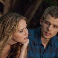 Jennifer Lawrence e Max Theriot em A Última Casa da Rua
