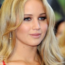 Jennifer Lawrence no tapete do Oscar, em 2011