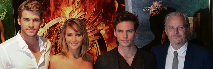 Liam Hemsworth, Jennifer Lawrence, Sam Claflin e Francis Lawrence em photocall em Cannes
