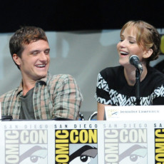 Josh Hutcherson e Jennifer Lawrence na Comic-Con 2013