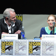 Francis Lawrence e Willow Shields na Comic-Con 2013