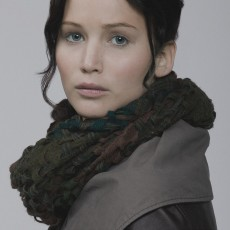 "Jennifer Lawrence como Katniss Everdeen em ""Em Chamas"""