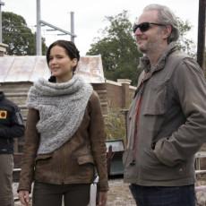 Jennifer Lawrence e Francis Lawrence nos bastidores de Jogos Vorazes: Em Chamas