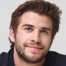 Liam Hemsworth na conferência de imprensa de Em Chamas