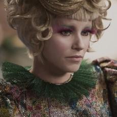 Elizabeth Banks como Effie Trinket em Em Chamas