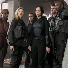Katniss, Cressida, Boggs, Paylor, Gale e Messalla em A Esperança: Parte 1