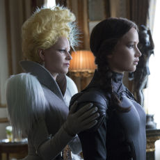 Katniss Everdeen e Effie Trinket em A Esperança: O Final