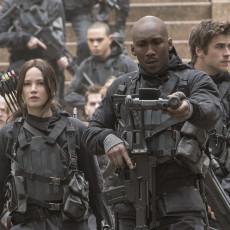 Katniss Everdeen, Boggs e Esquadrão 451 em A Esperança: O Final